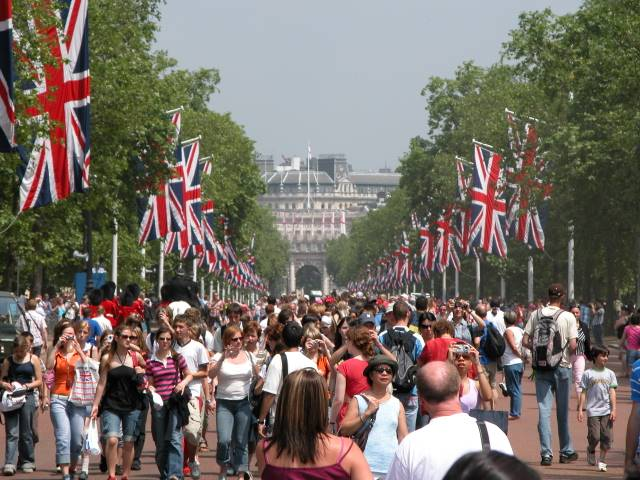 the Pall Mall closed for Jubilee pedestrian traffic (Image: The Girl in the Cafe)